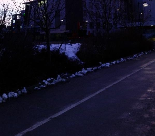 på gångvägen