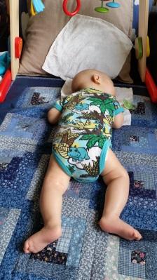 sova på mage