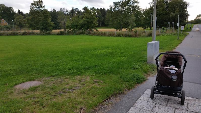 barnvagnspromenad i tråkigt väder