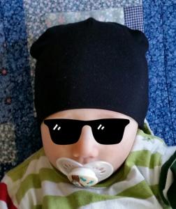 svart bebismössa